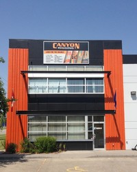 Employee_canyon_store_front